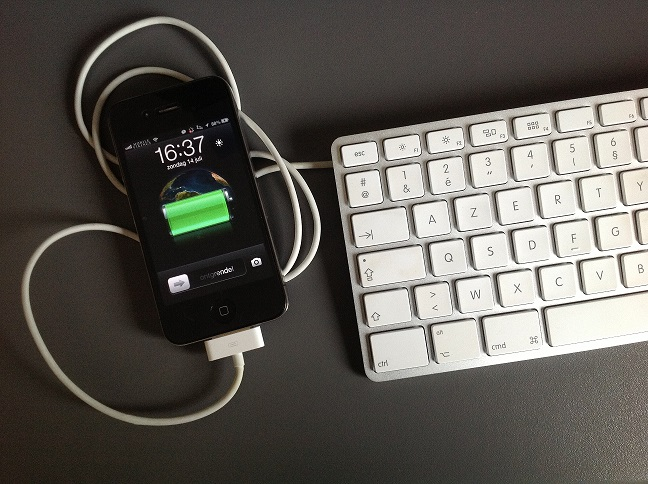 apple keyboard charging iphone